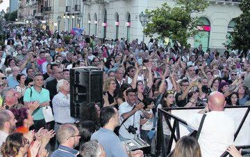 Folla a Taranto