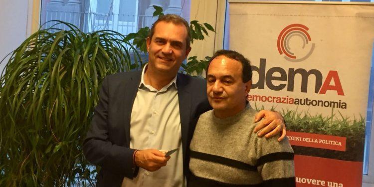 Il sindaco di Napoli Luigi de Magistris e il sindaco di Riace Mimmo Lucano
